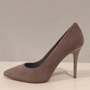 🆕WHITEhouseBLACKmarket suede high heels size 6 M